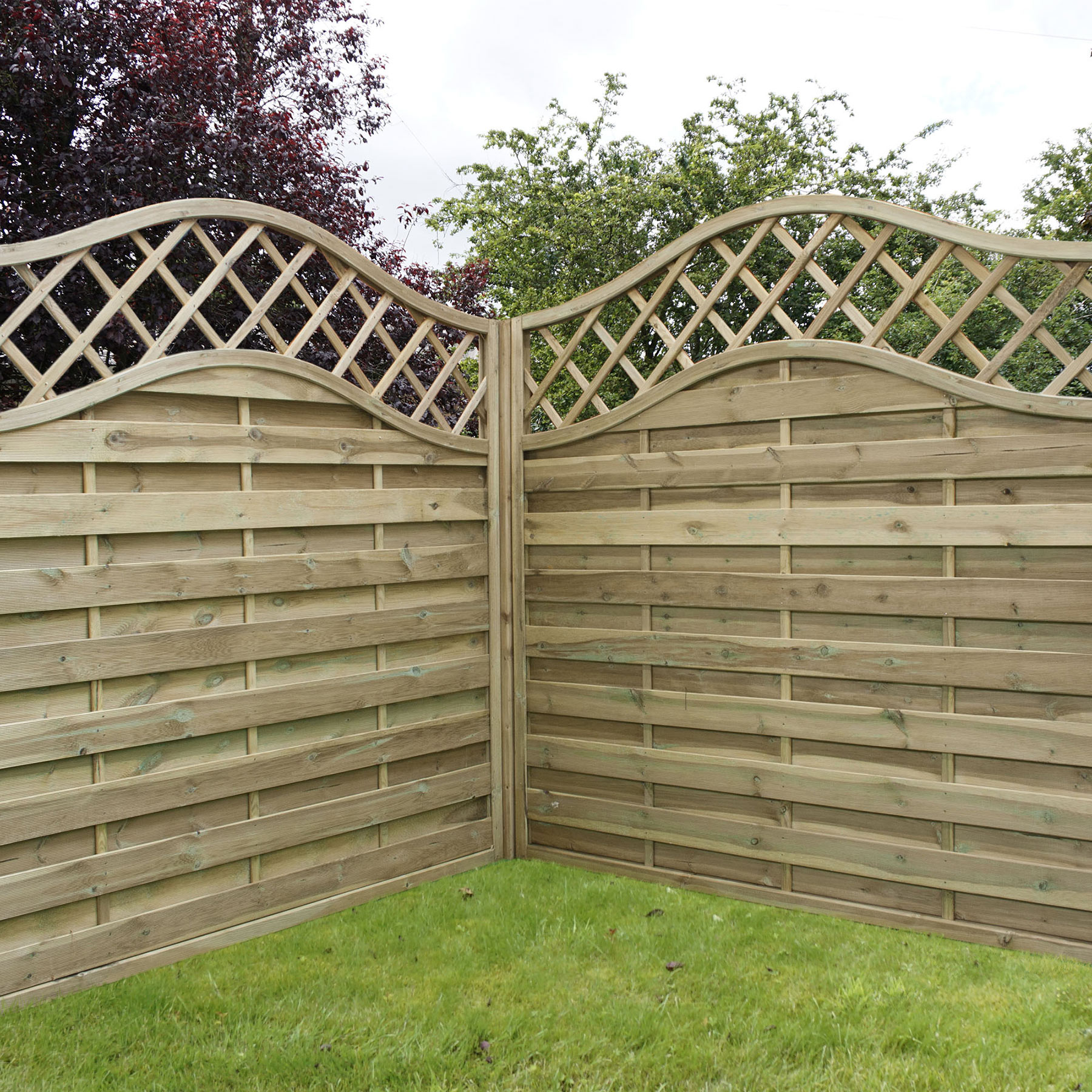 Weave fencing with convex trellis